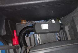 Установка воздушного отопителя ПЛАНАР 2Д-24 (2 кВт) на синий грузовик Mercedes-Benz Atego в кабину