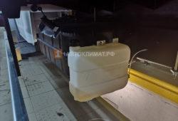 Бачок с топливом для отопителя помещен рядом с баком грузовика