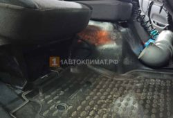 Отопитель размещен под пассажирским сидением