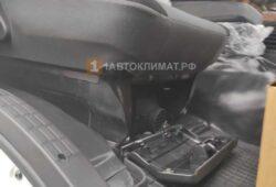Размещение отопителя под пассажирским сидением в кабине грузовика