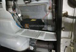 Монтаж и подключение отопителя под обшивкой багажника возле правого заднего крыла